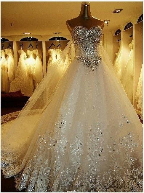 Robe de mariée blanche qui brille
