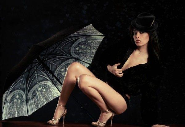 Femme sexy et parapluie...