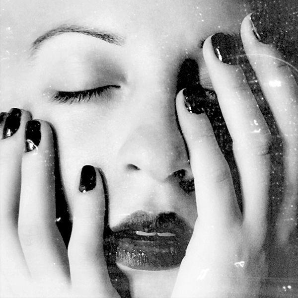 visage femme noir et blanc